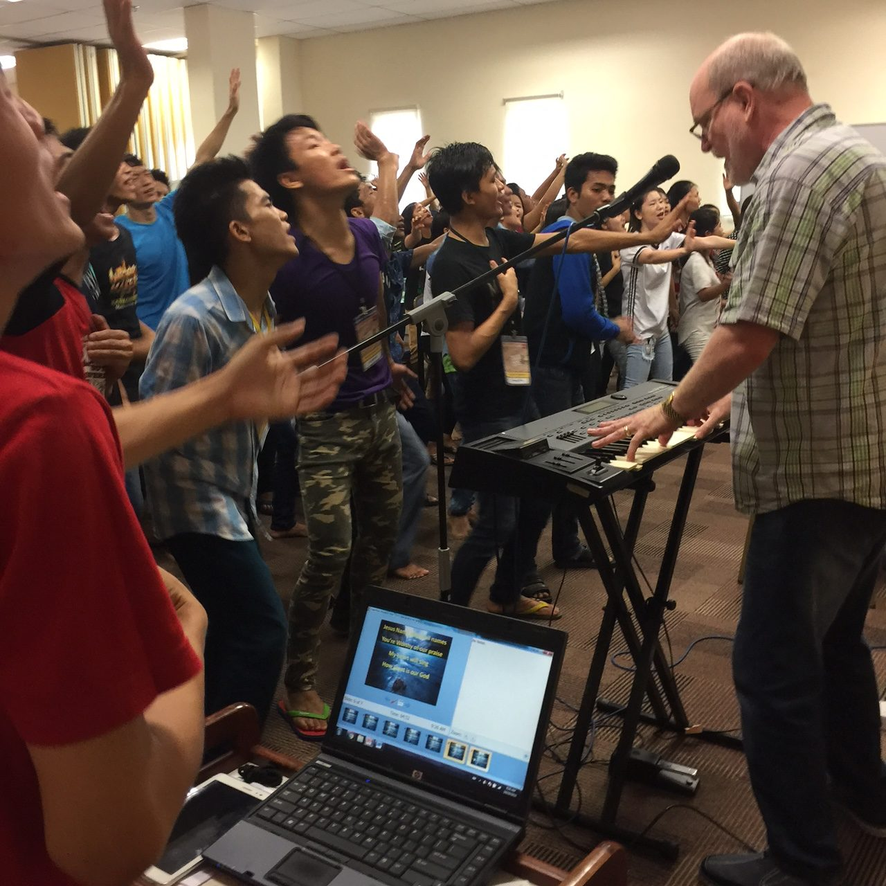 Worship with Myanmar refugees